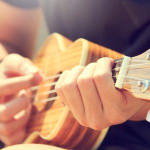 man learning ukulele in virtual music lesson