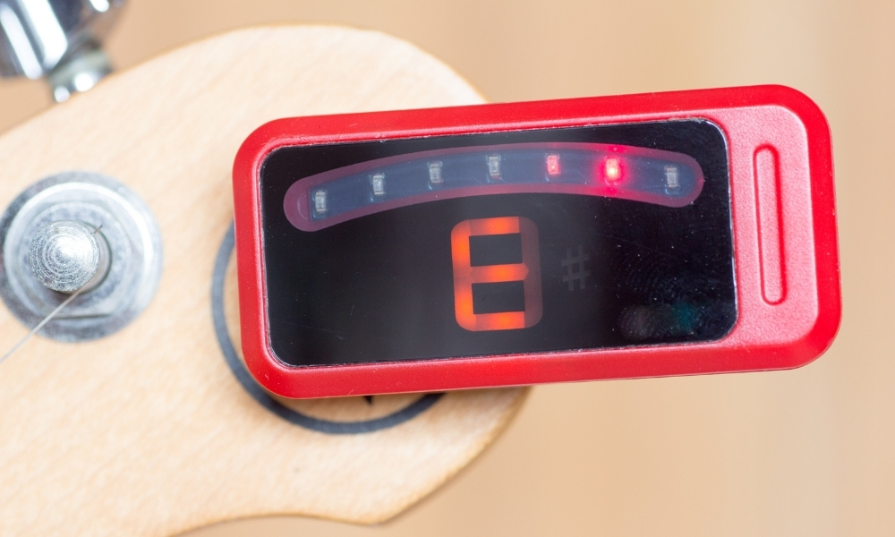 tuning a guitar with electronic tuner
