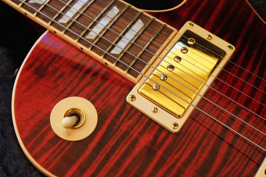 Maple wood electric guitar