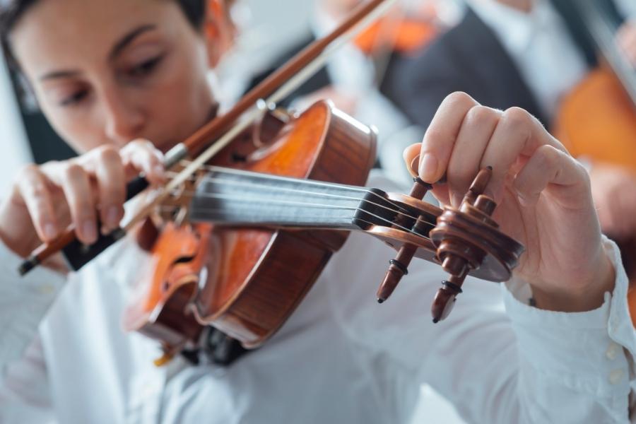 tuning violin